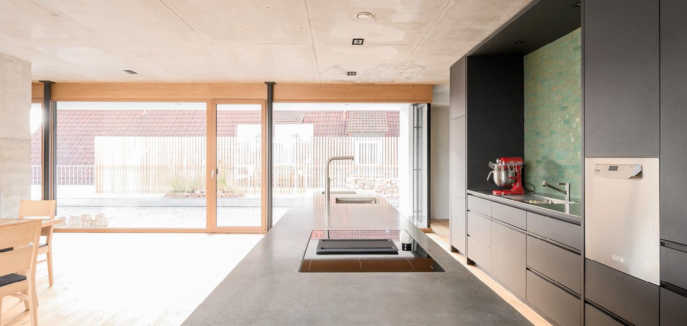 Beton Linoleum ST by Wiedemann Werkstätten